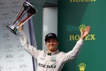 Nico Rosberg werd zondag tweede achter Lewis Hamilton, maar kon na afloop toch lachen. © AFP