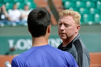 Novak Djokovic en Boris Becker (rechts) © AFP
