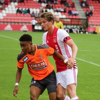 Vicente Besuijen namens FC Volendam in een wedstrijd tegen Ajax. © Eigen Foto.