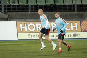 Arjen Robben en Wesley Sneijder tijdens de afsluitende training van Oranje in Luxemburg. © Hollandse Hoogte.